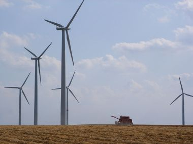 Siemens wind turbines. Photo by Bodoklecksel. CC BY-SA 3.0. Wikimedia Commons.