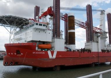 MPI Adventure is installing the turbines at Sandbank. (Stefan Jürgensen)