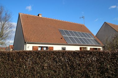 Rooftop solar in France. Photo by Lionel Allorge. CC BY-SA 3.0. Wikimedia Commons.