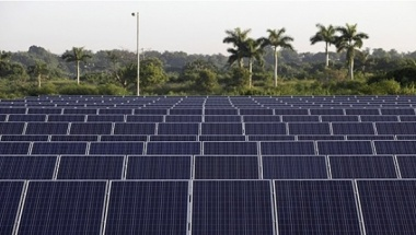 Solar panels in a Cuban field (Photo: Reuters)