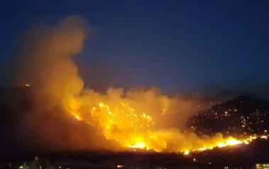Wildfire near Lake Isabella in California. (USDA photo. License: Creative Commons, Attribution 2.0 Generic)