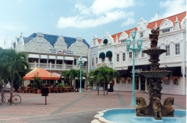 Center of Oranjestad, capital of Aruba (CC BY SA, Wikimedia Commons)