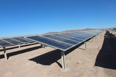 Abengoa solar plant in Chile (Photo from Ministerio  Bienes Nacionales, CC BY SA, Wikimedia Commons)