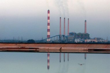 Ramagundam Super Thermal Power Station (Photo by Getsuhas08, CC BY SA, Wikimedia Commons)