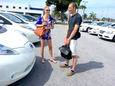 Looking at a Nissan LEAF (Image by Cynthia Shahan for CleanTechnica)