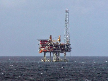 North Sea oil platform  (Photo by Stan Shebs, CC BY SA, Wikimedia Commons)