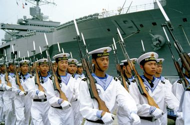 Sailors of the Peoples Republic of China, USS Blueridge, LCC-19, in the background (Photo by Jiang, CC BY SA, Wikimedia Commons)