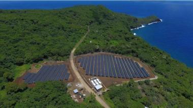 Ta'u solar field (Image: Tesla / Solar City)