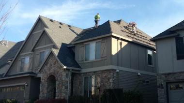 Installing a residential solar energy system in Oregon (Legend Solar)