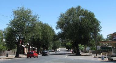 Lyons Street, Newstead (Photo by Melburnian, CC BY SA, Wikimedia Commons)