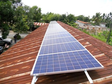 Solar array at a primary school (Photo: Van Nam)