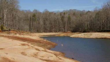 Lake Hartwell, near Anderson, South Carolina  (Photo: Alan Raflo, Virginia Water Resources Research Center)