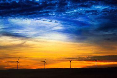 Wind farm (Courtesy: Pixabay)