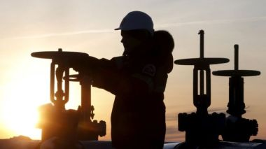 Worker in a Siberian oil field (Reuters image)