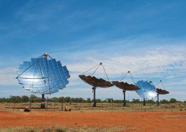 Windorah's Solar Farm  (Photo by Aaronazz, CC BY-SA, Wikimedia Commons)