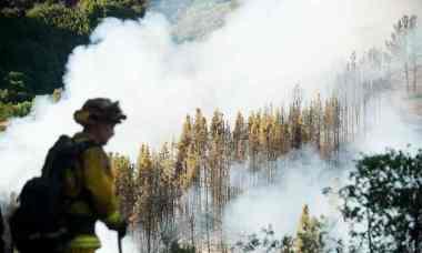 California wildfire made worse by drought  (Photograph: Noah Berger/AP)