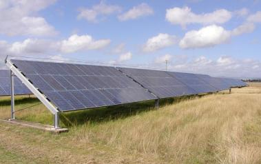 Solar park (Author: Chris Baird, CC BY-SA)