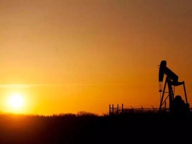 Sun setting on an oil pump (Eric Healey / Postmedia Network)