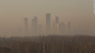 Beijing buildings shrouded in smog