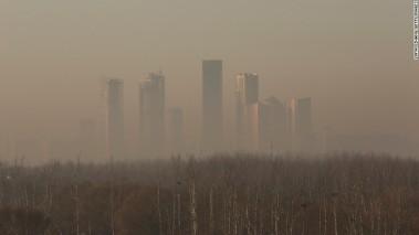 Beijing buildings shrouded in smog