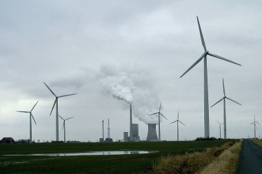 German coal-burning power plant, with wind turbines (Photo: Crux, Wikimedia Commons)