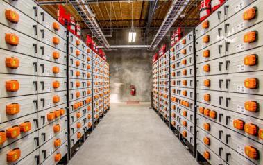 Storage battery (Photo: Portland General Electric, CC BY-SA)