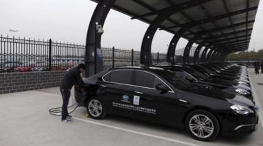 Electric vehicles promise to revolutionize transportation but  they need safer, better-performing batteries. (Source: Reuters)