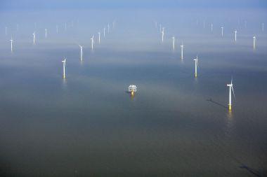 Offshore wind power (Photo: Simon Dawson / Bloomberg)