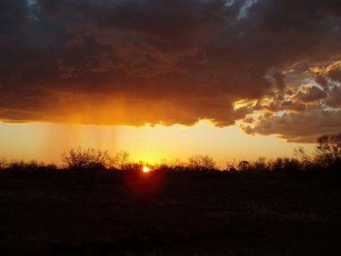 Australian desert sunset (Source: Flickr / FreeAussieStock)