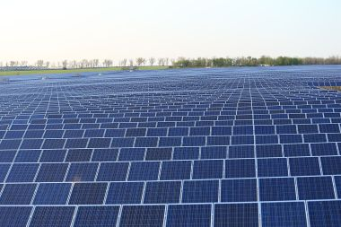 Solar array in the Ukraine  (Photo: Lujkin8, Wikimedia Commons)