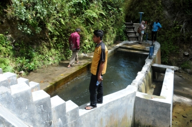 The Mbakuhau micro-hydro plant supplies 30 kW  to power 334 homes. (Photo by Eko Rusdianto)