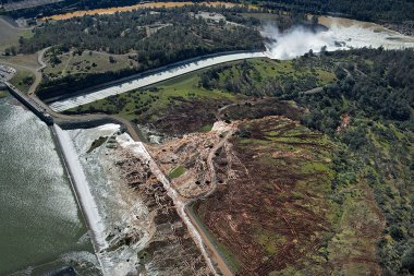 Oroville dam (Randy Pench / The Sacramento Bee via AP)