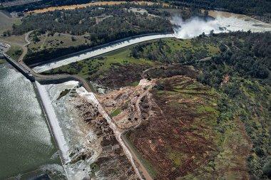 Oroville dam (Randy Pench / The Sacramento Bee via AP)