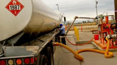 Pumping ethanol into a truck (Anne Cusack / Los Angeles Times)