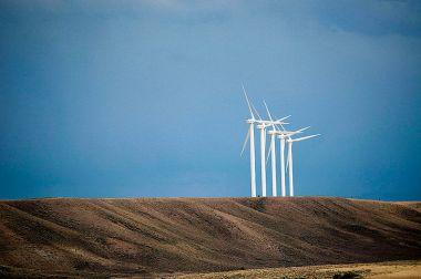 Wind turbines in Wyoming  (CGP Grey, Wikimedia Commons)