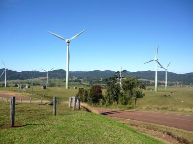 Windy Hill Wind Farm (Carole Mackinney, Wikimedia Commons)