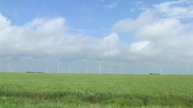 Spearville Wind Energy Facility in Kansas (Photo: Jennifer L. Sovanski, Wikimedia Commons)